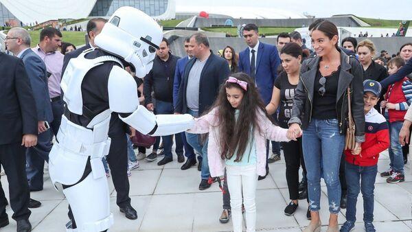 Второй день Детского фестиваля в парке Центра Гейдара Алиева в Баку - Sputnik Азербайджан