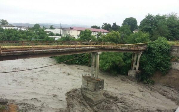 Мост, поврежденный в результате паводка в реке Гёйчай - Sputnik Азербайджан