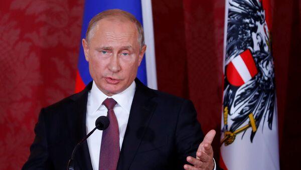 Президент РФ Владимир Путин в ходе пресс-конференции в Вене, Австрия, 5 июня 2018 года - Sputnik Азербайджан