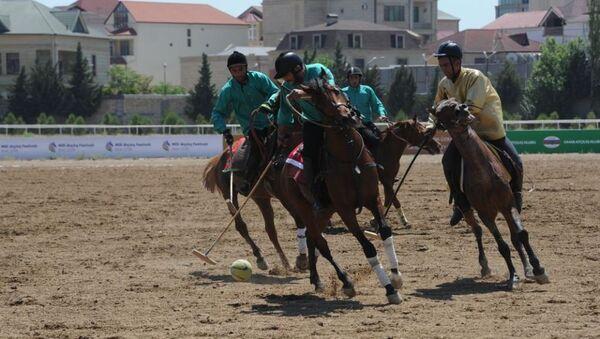 Четвертьфинал турнира по национальной конной игре човган под названием Кубок 100-летнего Юбилея - Sputnik Азербайджан