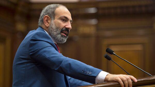Премьер-министр Армении Никол Пашинян в Парламенте (7 июня 2018). Еревaн - Sputnik Азербайджан