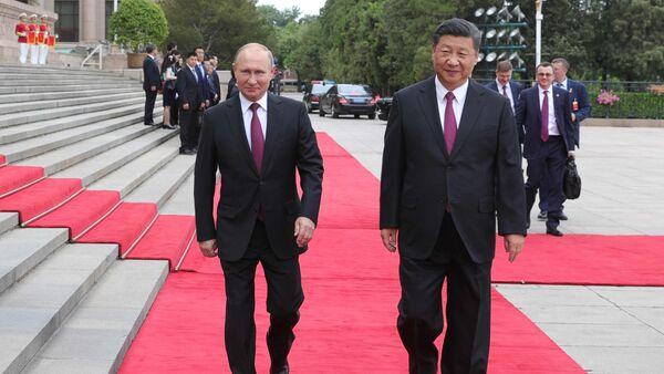 Президент РФ Владимир Путин и председатель КНР Си Цзиньпин во время встречи в Пекине - Sputnik Азербайджан