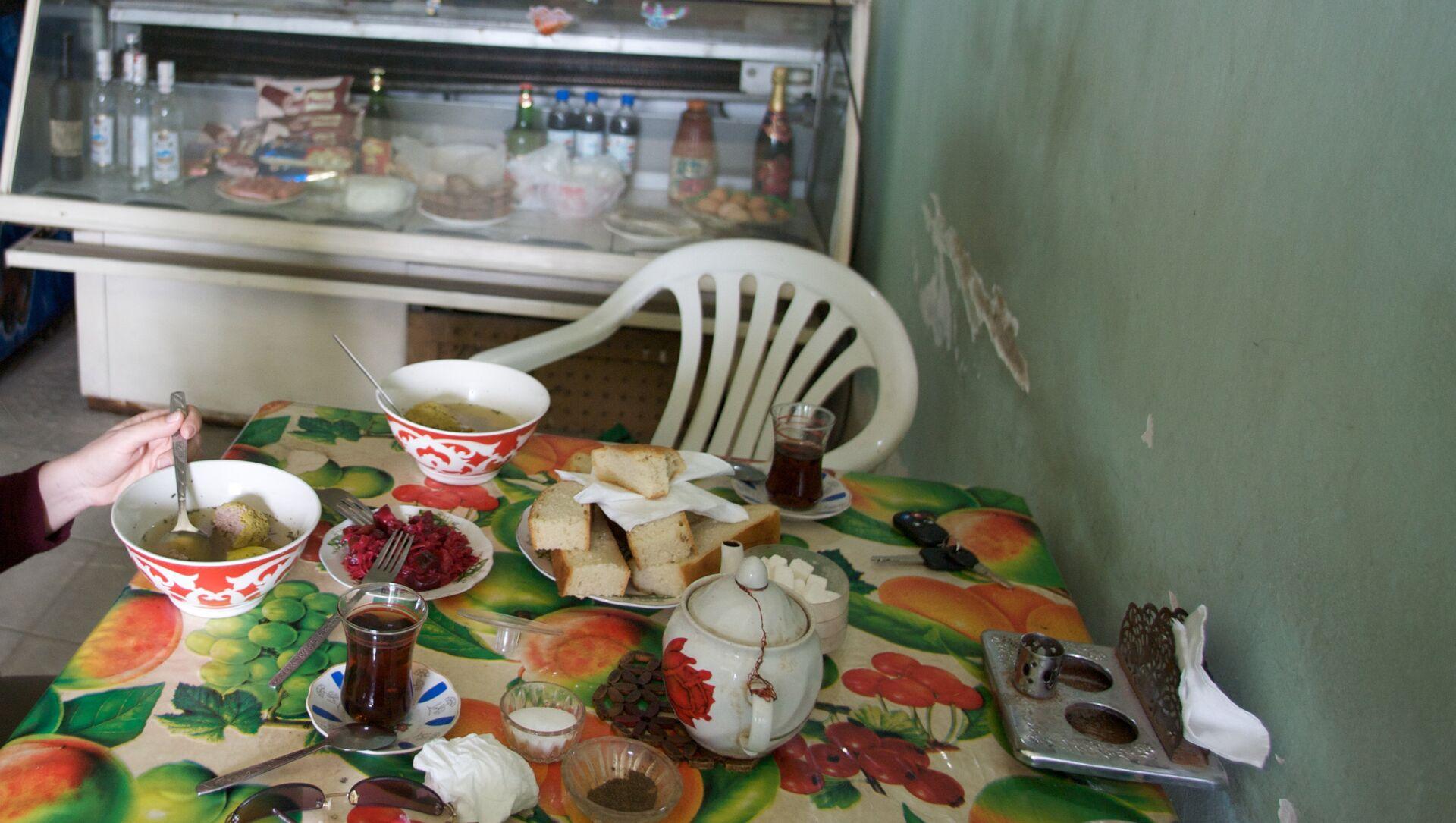В кафе одного из бакинских поселков, фото из архива - Sputnik Azərbaycan, 1920, 08.05.2021