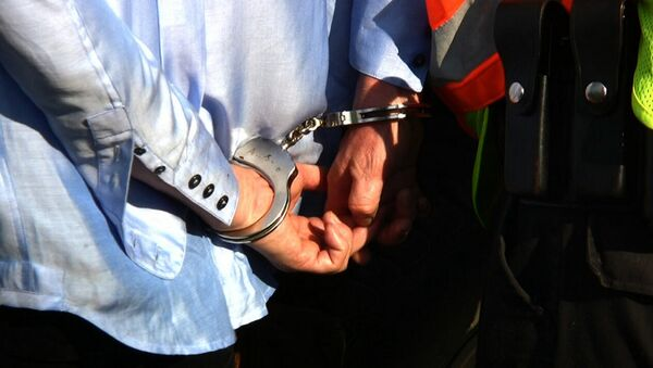 Человек в наручниках задержан - Sputnik Азербайджан