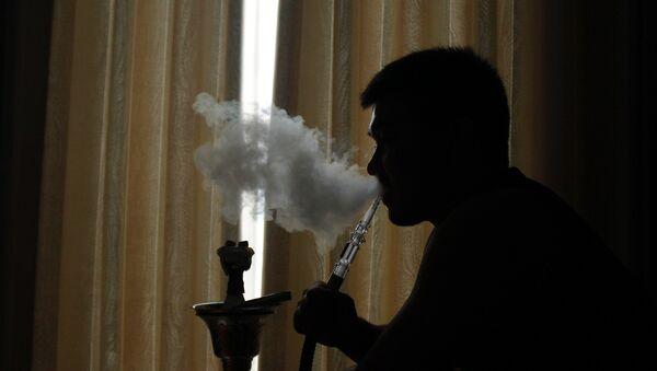Курение кальяна, фото из архива - Sputnik Азербайджан