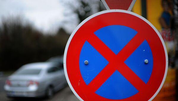 Знак Парковка запрещена - Sputnik Азербайджан