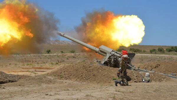Учебные тренировки ракетных и артиллерийских соединений - Sputnik Азербайджан