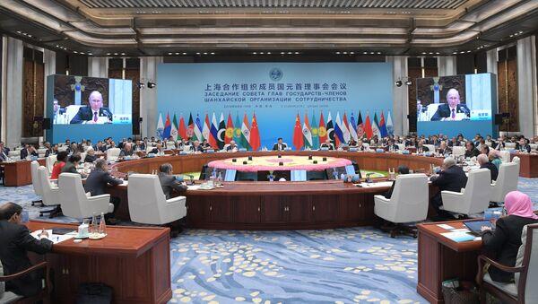Заседание Совета глав государств - членов Шанхайской организации сотрудничества (ШОС) в расширенном составе в Циндао, 10 июня 2018 года - Sputnik Азербайджан