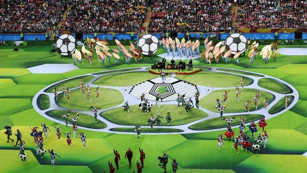 Артисты выступают на церемонии открытия чемпионата мира по футболу 2018 на стадионе Лужники - Sputnik Азербайджан