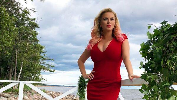 Российская исполнительница Анна Семенович - Sputnik Азербайджан