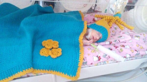 Одежда для новорожденного, взяная волонтерами азербайджанского клуба 28 петель - Sputnik Азербайджан