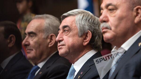 Qalust Saakyan, Serj Sarqsyan və Manvel Qriqoryan - Sputnik Azərbaycan
