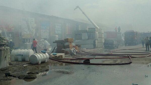 Пожар в магазине по продаже строительных материалов в Баку - Sputnik Азербайджан