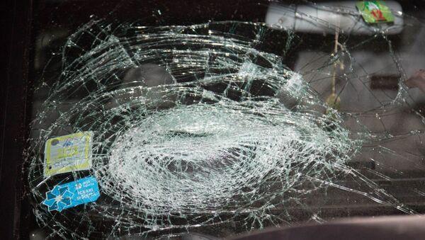 Лобовое стекло автомобиля, попавшего в ДТП, архивное фото - Sputnik Азербайджан