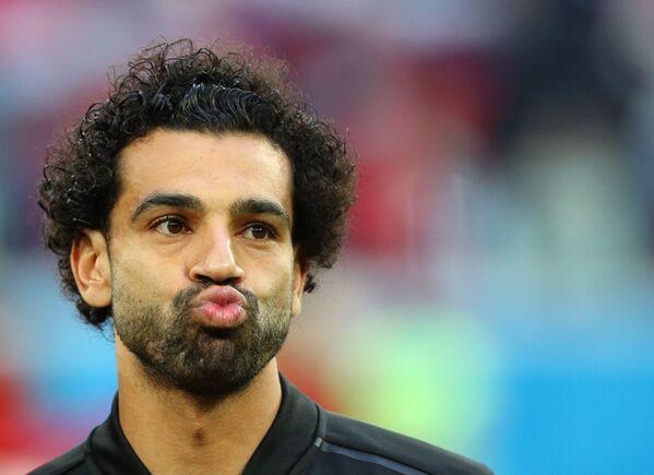 Мохаммед Салах  перед началом матча группового этапа чемпионата мира по футболу между сборными России и Египта - Sputnik Азербайджан