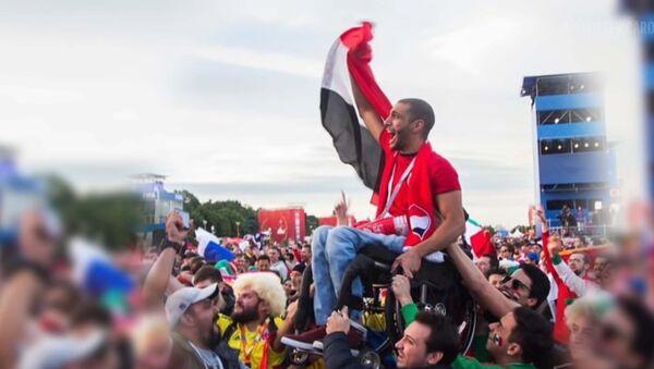 Как футбольный фанат из Египта, прикованный к коляске, стал известен на весь мир - Sputnik Азербайджан