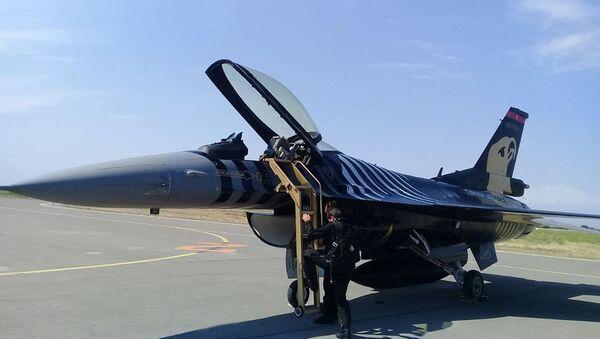 Турецкие истребители F-16 прибыли в Азербайджан для участия на параде, посвященном 100-летию ВС Азербайджана - Sputnik Азербайджан