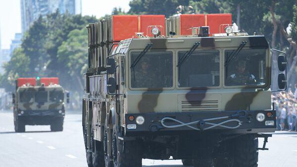 Военный парад по случаю 100-летнего юбилея создания Вооруженных сил Азербайджана. Баку, площадь Азадлыг, 26 июня 2018 года - Sputnik Азербайджан