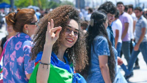 Военный парад по случаю 100-летнего юбилея создания Вооруженных сил Азербайджана. Баку, площадь Азадлыг, 26 июня 2018 года - Sputnik Azərbaycan