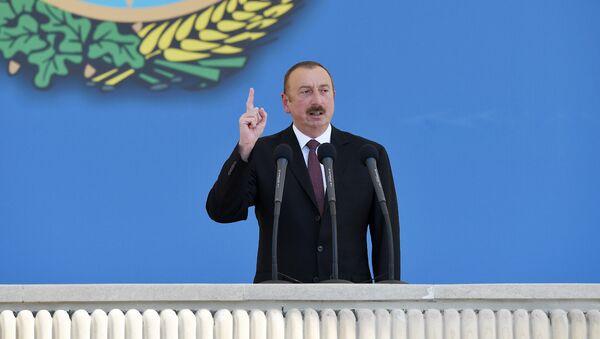 Выступление президента Азербайджана Ильхама Алиева на военном параде, посвященном 100-летию создания АДР, Баку, 26 июня 2018 года - Sputnik Азербайджан