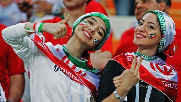 Болельщицы сборной Ирана на матче группового этапа чемпионата мира по футболу между сборными Ирана и Португалии - Sputnik Азербайджан