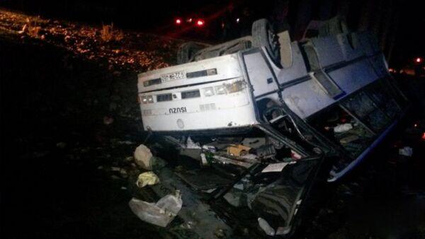 Упавший в реку автобус в Геранбойском районе, 27 октября 2017 года - Sputnik Азербайджан