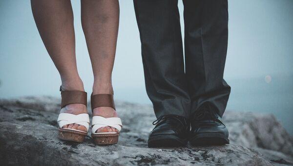 Ноги женщины и мужчины, фото из архива - Sputnik Азербайджан