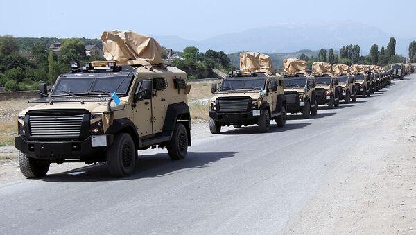 Поднятые по тревоге войска направляются в районы оперативного предназначения - Sputnik Азербайджан