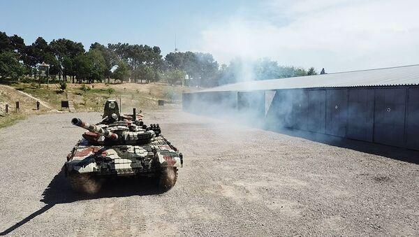 Танковые подразделения ВС Азербайджана в ходе учений - Sputnik Азербайджан