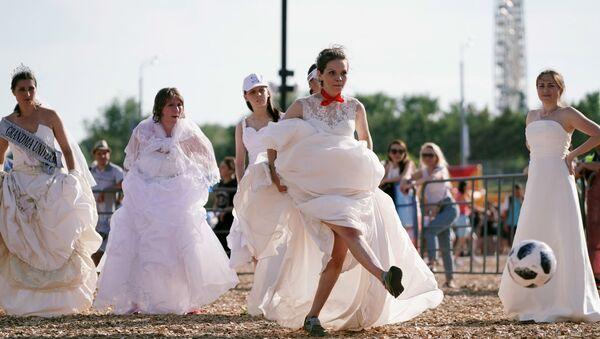 Футбольный матч невест прошел в Казани - Sputnik Азербайджан