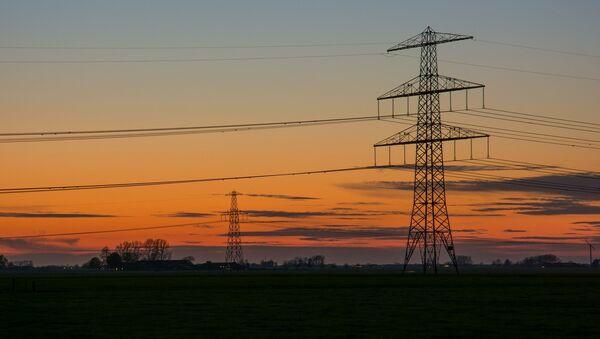 Высоковольтные линии электропередач, фото из архива - Sputnik Азербайджан