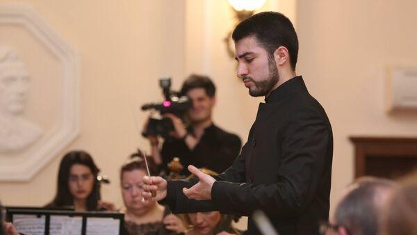 Азербайджанский дирижер Фархад Гараюсифли - Sputnik Азербайджан