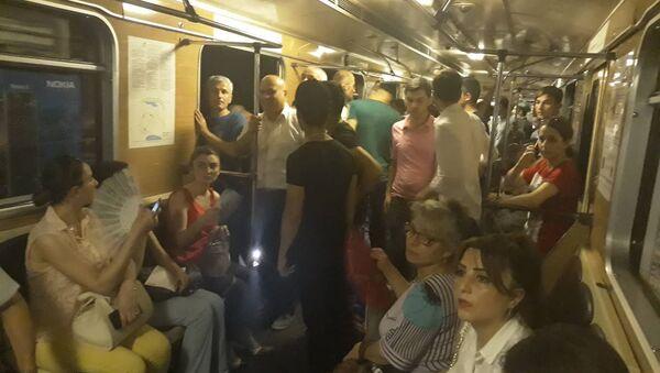 В метрополитене Баку из за блэкаута встали поезда - Sputnik Азербайджан