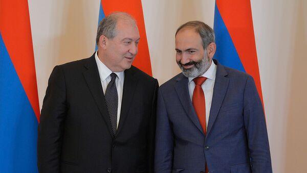 Ermənistan prezidenti Armen Sarkisyan və baş nazir Nikol Paşinyan, Yerevan, 21 may 2018-ci il - Sputnik Azərbaycan