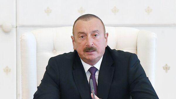 Президент Ильхам Алиев в ходе совещания, связанного с ситуацией в энергетической системе страны - Sputnik Азербайджан