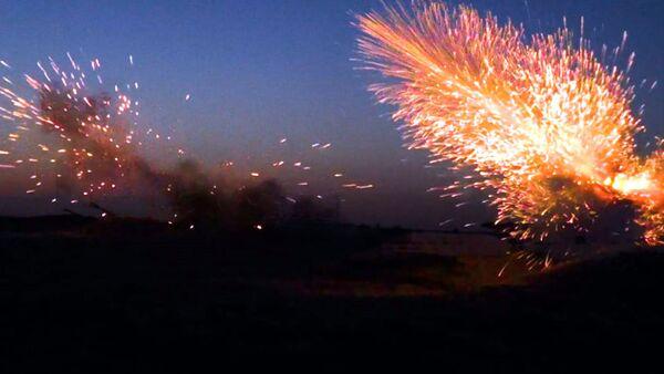 Этап широкомасштабных учений с боевой стрельбой в ночное время - Sputnik Азербайджан