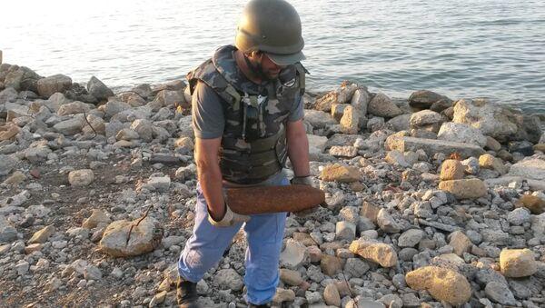 Операция по обезвреживанию мин в поселке Г.З.Тагиева города Сумгайыт - Sputnik Azərbaycan