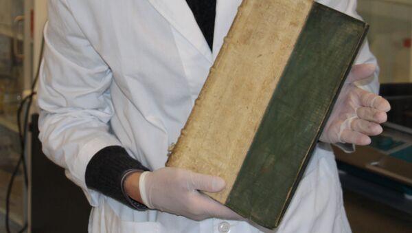 Средневековая книга, обнаруженная в библиотеке Университета Южной Дании - Sputnik Азербайджан