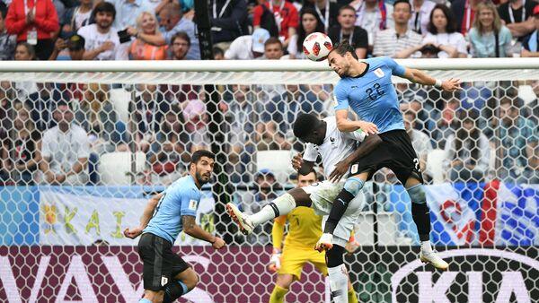 Встреча сборных Уругвая и Франции, четвертьфинал ЧМ-2018 - Sputnik Азербайджан