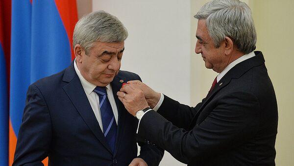 Президент Серж Саргсян награжденает медалью За заслуги перед Отечеством 1-й степени Левона Саргсяна - Sputnik Azərbaycan