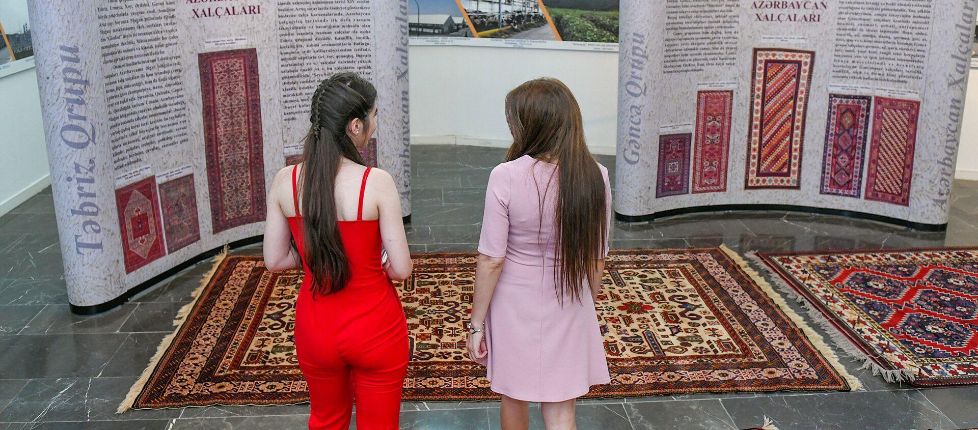 """Выставка ковров """"Умелые руки, волшебные нити"""" в Баку  - Sputnik Азербайджан, 1920, 31.03.2021"""