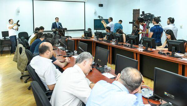 Пресс-конференция официального представителя министерства иностранных дел Азербайджана Хикмета Гаджиева. Баку, 11 июля 2018 года - Sputnik Азербайджан