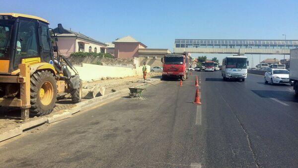 Бакинское транспортное агентство устанавливает новую автобусную остановку на пересечении Забратского шоссе с проспектом Гейдара Алиева - Sputnik Азербайджан
