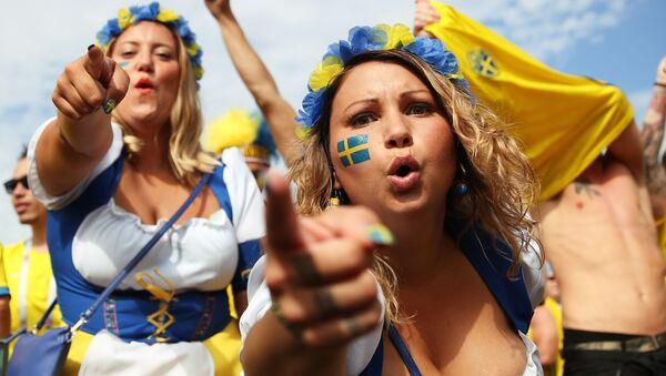 Болельщицы сборной Швеции перед матчем 1/4 финала чемпионата мира по футболу между сборными Швеции и Англии - Sputnik Азербайджан