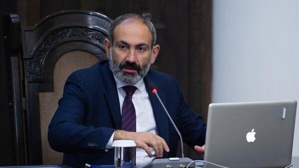 Премьер-министр Армении Никол Пашинян на заседании правительства (8 июня 2018). Еревaн - Sputnik Azərbaycan