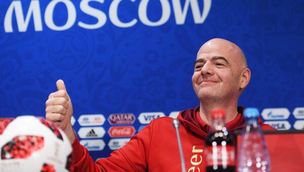 Президент ФИФА Джанни Инфантино на пресс-конференции в Москве, посвященной проведению чемпионата мира по футболу - Sputnik Азербайджан