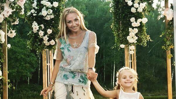 Татьяна Навка c дочерью Надей на свадьбе Эмина Агаларова. Москва, 14 июля 2018 года - Sputnik Азербайджан