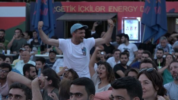За финальным матчем мундиаля следили сотни жителей Баку - Sputnik Азербайджан