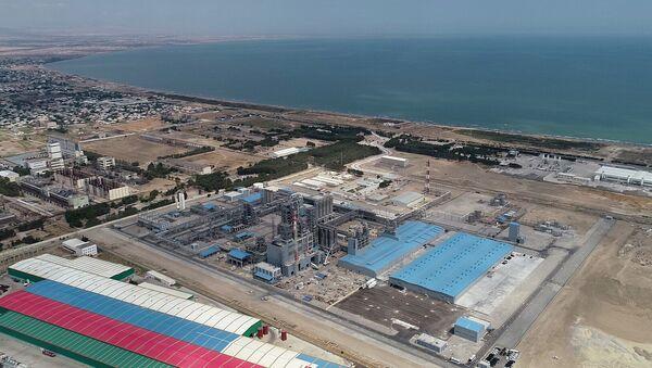 Полипропиленовый завод, построенный в рамках проекта SOCAR Polymer в Сумгайытском химическом промышленном парке - Sputnik Азербайджан