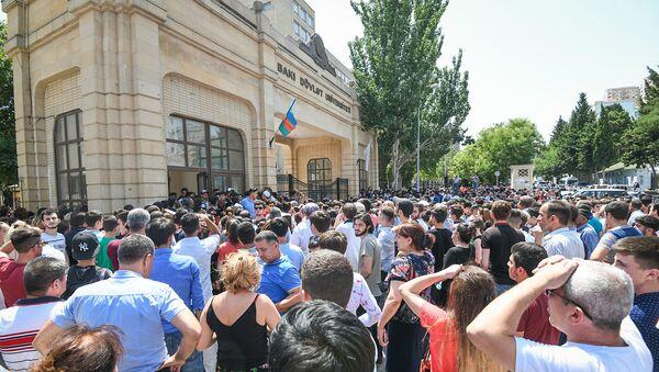 BDU-nun binasında qəbul imtahanları, 18 iyul 2018-ci il - Sputnik Azərbaycan